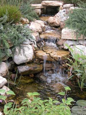 Cascata da 2200 lt pompa per creare cascate e alimentare for Cascate per laghetti da giardino